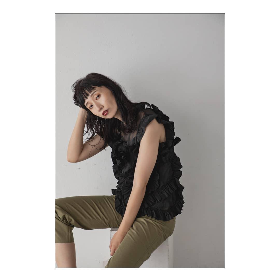 ▷shear design tops¥6,500+taxblack onlyモード感漂うデザイントップス。model:@hii_deka_hii#kariandlili#kari#カウリ#カウリアンドリィリィ#シアートップス#シアー#モード#大人スタイル#大人コーデ#高見え#高見えスタイル#高見えアイテム#韓国ファッション#韓国コーデ