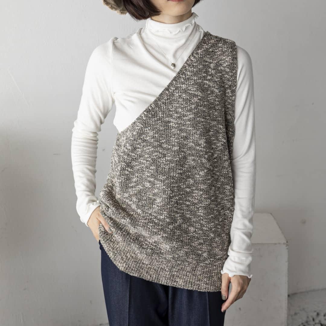 【sale】▷one shoulder knit vest¥5,390⇒¥2,695black/ivory/grayワンショルダーベスト。#kariandlili#kari#カウリアンドリィリィ#カウリ#ベスト#ワンショルダー#ワンショルダーベスト#ベストスタイル#ベストコーデ#秋コーデ#秋スタイル#大人コーデ#大人スタイル#fashion#wear