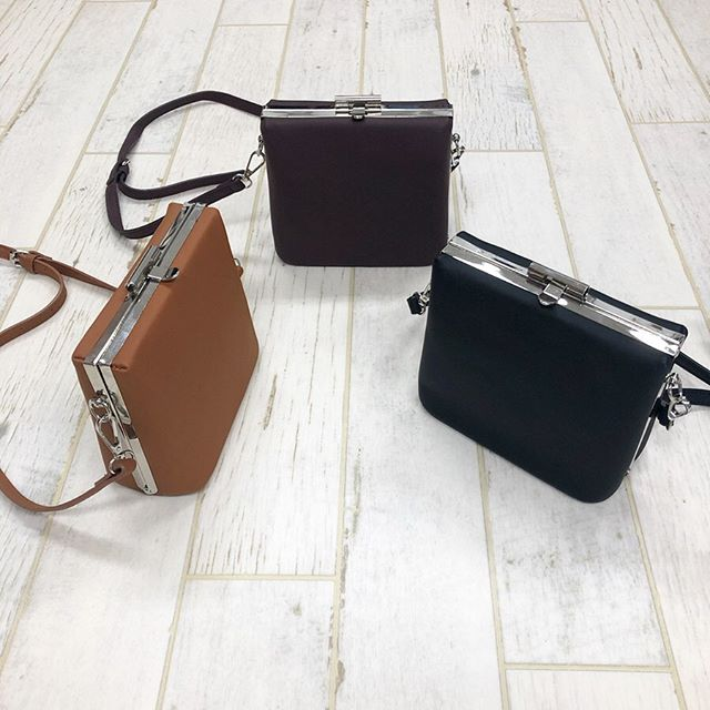 .【new arrival】.?RF9S0143C011スクエアショルダー▷¥2,900+tax(店舗入荷中).∥color∥camel / led / black..#retrogirl#newarrival#fashion#Autumn#bag#レトロガール#カジュアル#カジュアルアイテム#プチプラ#プチプラアイテム#プチプラファッション#プチプラコーデ#ショルダーバッグ#スクエアショルダーバッグ