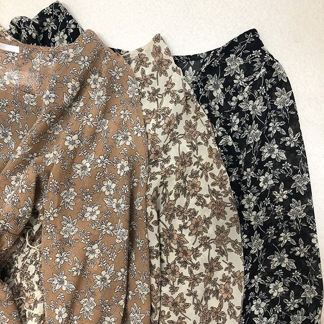 .【new arrival】.🏷RF956222C002花柄シャーリング切替OP▷¥3,900+tax(今日.明日店舗入荷).∥color∥brown / beige / black..#retrogirl#newarrival#fashion#Autumn#onepiece#レトロガール#カジュアル#カジュアルアイテム#プチプラ#プチプラアイテム#プチプラファッション#プチプラコーデ#ワンピース#花柄ワンピース