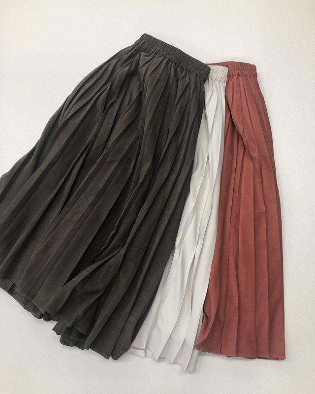 .【new arrival】.🏷RF9P0131C006ピーチプリーツSK▷¥2,900+tax(店舗入荷中).∥color∥brown / white / orange..#retrogirl#newarrival#fashion#Autumn#skirt#レトロガール#カジュアル#カジュアルアイテム#プチプラ#プチプラアイテム#プチプラファッション#プチプラコーデ#プリーツスカート#ロングスカート