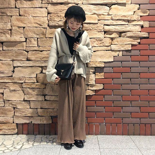 .【staff styling】.🏷RW939412C001 袖ケーブルニットカーデ▷¥2,900+tax.🏷RF9P0132C001プリーツリブPT▷¥2,300+tax.🏷RF9S0143C014フラップポイントショルダー▷¥2,900+tax.🏷RF951242C000ビットローファー▷¥2,900+tax..#retrogirl#newarrival#fashion#autumn#レトロガール#カジュアル#カジュアルアイテム#プチプラ#プチプラアイテム#プチプラファッション#プチプラコーデ