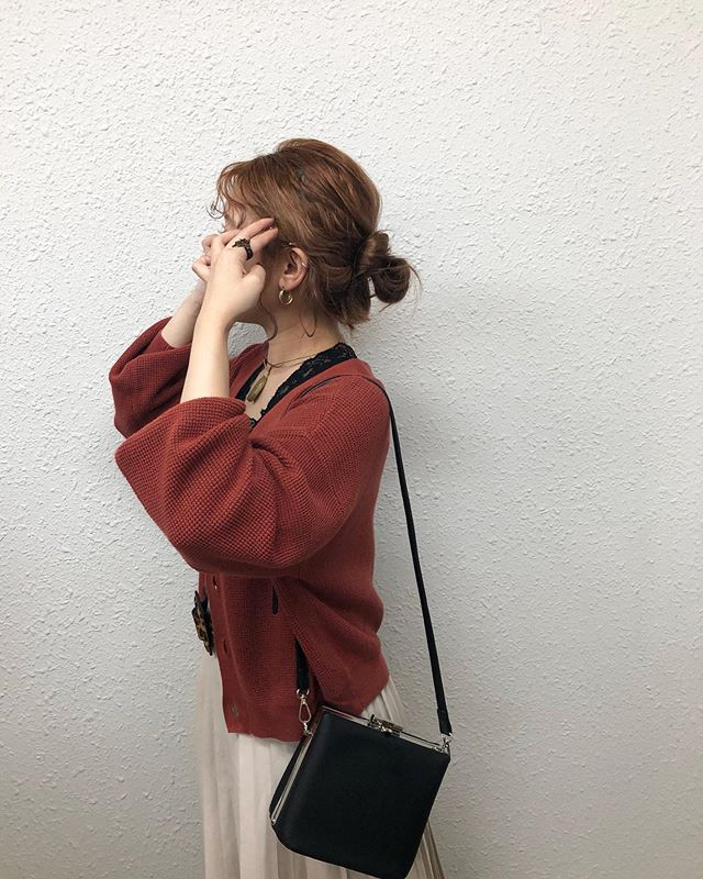 .【Recommended  knit item】.🏷RE980012C002Vネックニットカーデ▷¥1,900+tax(店舗入荷中).∥color∥white / red / brown / beige / purple..#retrogirl#newarrival#fashion#Autumn#knit#レトロガール#カジュアル#カジュアルアイテム#プチプラ#プチプラアイテム#プチプラファッション#プチプラコーデ#ニットカーディガン#Vネックカーディガン#カーディガン