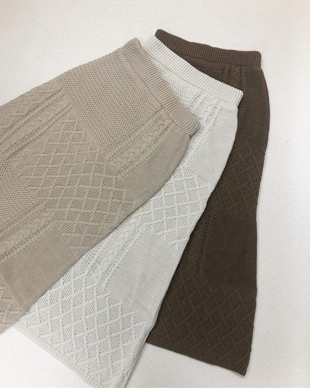 .【new arrival】.🏷RF980031C005 ケーブルNTパネルSK▷¥3,500+tax(店舗入荷中).∥color∥beige / ivory / brown..#retrogirl#newarrival#fashion#Autumn#knitskirt#レトロガール#カジュアル#カジュアルアイテム#プチプラ#プチプラアイテム#プチプラファッション#プチプラコーデ#ニットスカート#スカート