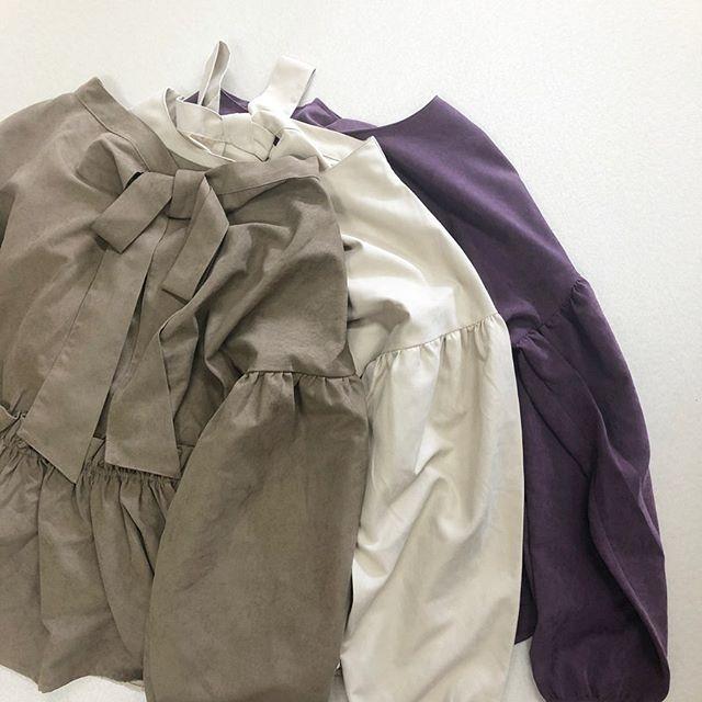 .【new arrival】.🏷RF954823C001 BリボンギャザーBL▷¥2,500+tax(店舗入荷中).∥color∥brown / ivory / purple..#retrogirl#newarrival#fashion#Autumn#blouse#レトロガール#カジュアル#カジュアルアイテム#プチプラ#プチプラアイテム#プチプラファッション#プチプラコーデ#リボンブラウス#バックリボンブラウス