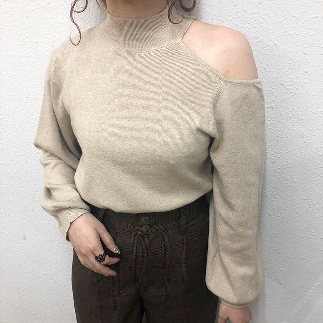 .【new arrival】.🏷RW9S0C12C020 肩アキHNニット▷¥2,300+tax(今日.明日店舗入荷).∥color∥beige / brown / black..#retrogirl#newarrival#fashion#Autumn#knit#レトロガール#カジュアル#カジュアルアイテム#プチプラ#プチプラアイテム#プチプラファッション#プチプラコーデ#肩あきトップス#肩あきニット
