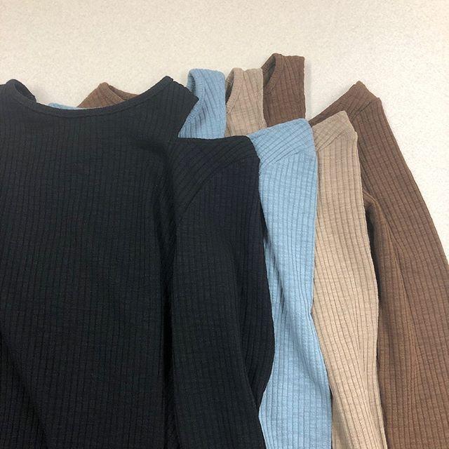 .【new arrival】.🏷RW9P0111C003 肩スリットリブTee▷¥1,900+tax(店舗入荷中).∥color∥black / blue / beige / brown..#retrogirl#newarrival#fashion#Autumn#slidtee#レトロガール#カジュアル#カジュアルアイテム#プチプラ#プチプラアイテム#プチプラファッション#プチプラコーデ#デザイントップス#スリットトップス
