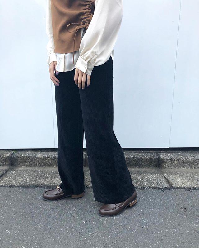 .【new arrival】.🏷RW9P0132D000 8コールSTワイドPT▷¥2,900+tax(店舗入荷中).∥color∥ivory / pink / brown / black.モデル:157cm..#retrogirl#newarrival#fashion#Autumn#widepants#レトロガール#カジュアル#カジュアルアイテム#プチプラ#プチプラアイテム#プチプラファッション#プチプラコーデ#ワイドパンツ#コーデュロイパンツ