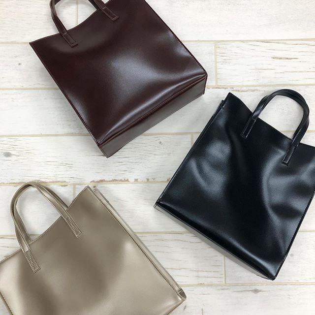 .【pick item】.🏷RW9S0143D002 Fレザースクエアトート▷¥2,900+tax(店舗入荷中).∥color∥gold / brown / black..#retrogirl#newarrival#fashion#Autumn#bag#レトロガール#カジュアル#カジュアルアイテム#プチプラ#プチプラアイテム#プチプラファッション#プチプラコーデ#スクエアトート#スクエアバッグ