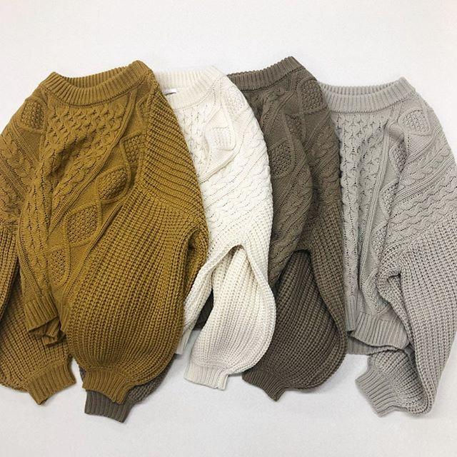 .【new arrival】.🏷RW980012D011 ケーブルワイドニット▷¥2,900+tax(店舗入荷中).∥color∥yellow / white / brown / beige..#retrogirl#newarrival#fashion#winter#knit#レトロガール#カジュアル#カジュアルアイテム#プチプラ#プチプラアイテム#プチプラファッション#プチプラコーデ#オフタートル#ニット#ケーブルニット#ニットコーデ