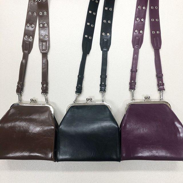 .【new arrival】.🏷RW9S0143D007 太ベルトガマグチショルダー▷¥2,900+tax(店舗入荷中).∥color∥brown / black / purple..#retrogirl#newarrival#fashion#Autumn#bag#レトロガール#カジュアル#カジュアルアイテム#プチプラ#プチプラアイテム#プチプラファッション#プチプラコーデ#がまぐちバッグ#がま口バッグ