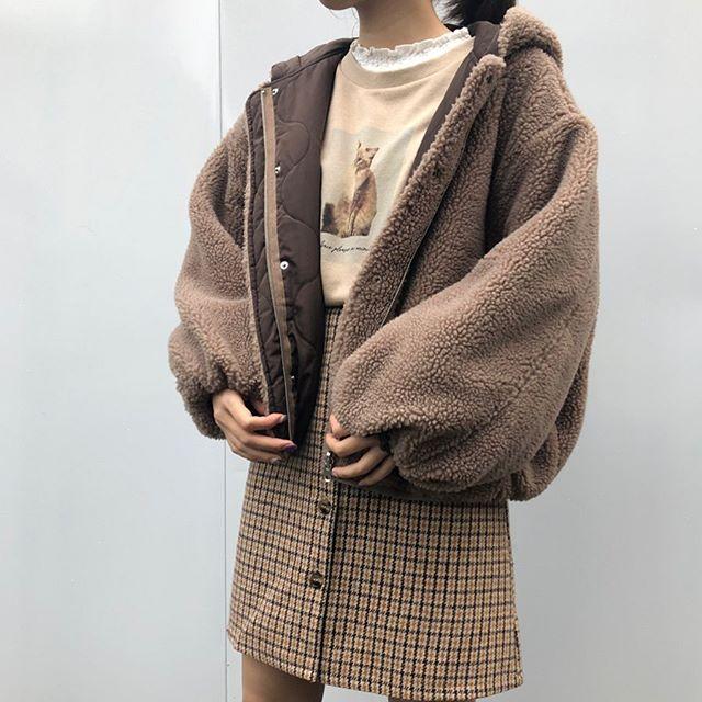 .【new arrival】.🏷RW980021C016 フーディーボアリバーBZ▷¥4,900+tax(店舗入荷中).∥color∥white / beige / brown..たくさんのお問い合わせ頂いておりましたTGC北九州2019にてIZ*ONEのキム・チェウォンさん着用のアウターになります..#retrogirl#newarrival#fashion#Autumn#blouson#レトロガール#カジュアル#カジュアルアイテム#プチプラ#プチプラアイテム#プチプラファッション#プチプラコーデ#ボアブルゾン#リバーシブルブルゾン