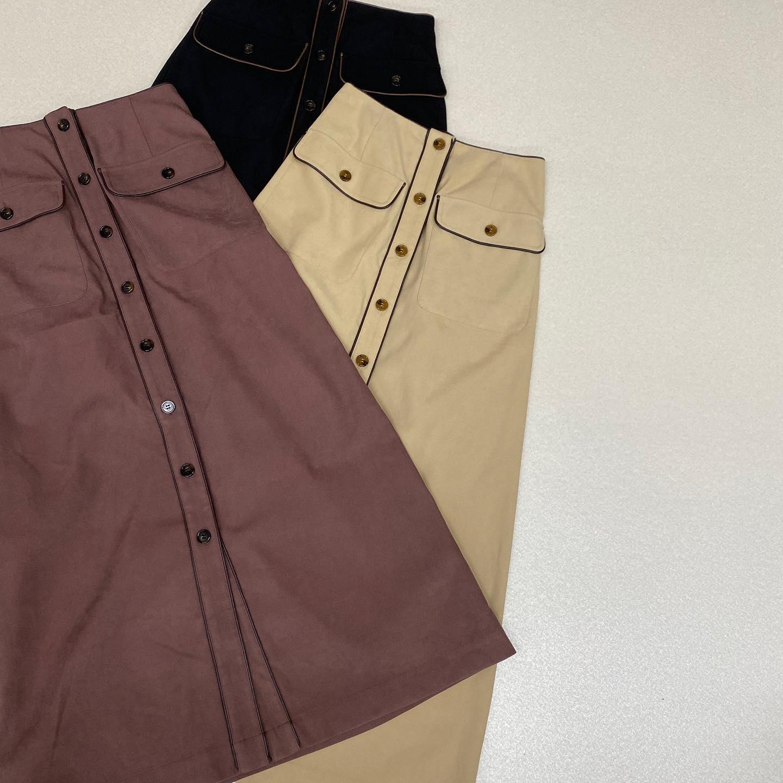 .【new arrival】🏷RF056231G002パイピングナローSK▷¥2,900+tax(店舗今週入荷.オンライン入荷中)∥color∥beige / pink / black 前ボタンがレトロガールらしい今年トレンドのパイピングを落とし込んだナロースカート#retrogirl_ootd#レトロガール#レトロガールコーデ#トレンドファッション#プチプラコーデ#パイピング#パイピングスカート#ナロースカート#スカート #秋コーデ
