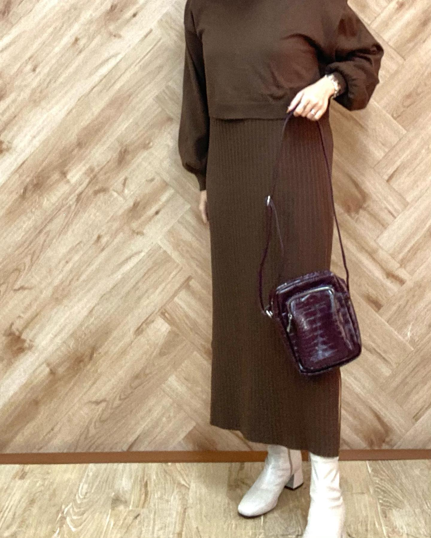 .【new arrival】🏷RF046143B001 クロコミニショルダー▷¥2,300+tax(店舗今週入荷.オンライン近日入荷予定)∥color∥D purple / D brown / black 外ポケットが嬉しい人気のクロコブーツとの合わせでコーデにメリハリを#retrogirl_ootd#レトロガール#レトロガールコーデ#トレンドファッション#プチプラコーデ#クロコ #クロコダイルバッグ #ショルダーバッグ #パープルカラー #ニットワンピ #ブーツ