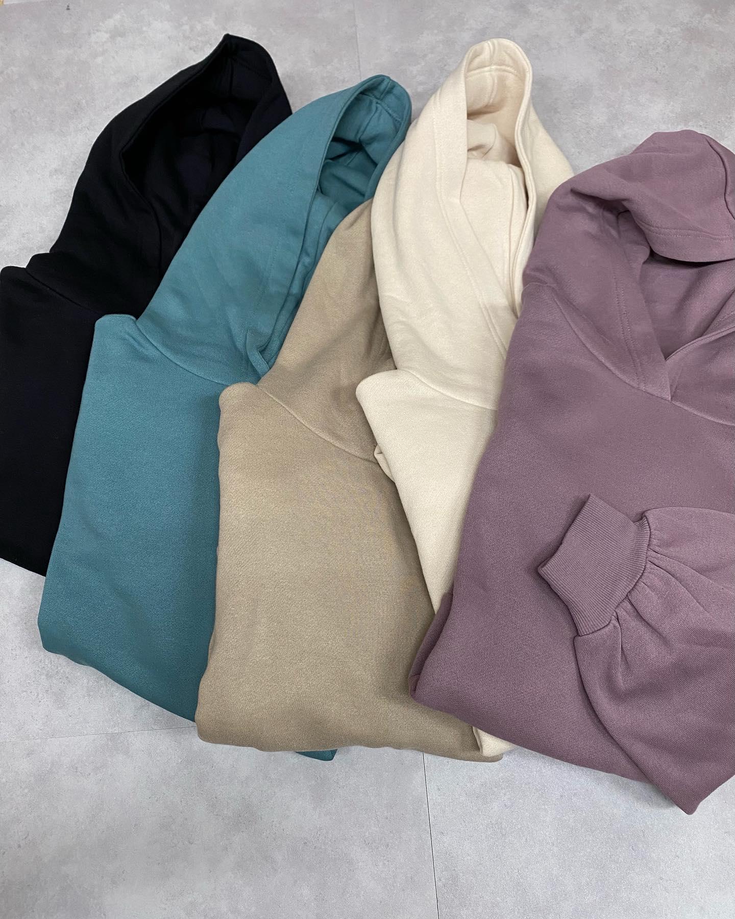 .【new arrival】🏷RW056411N001  起毛ボリュームフーディ▷¥2,000+tax  (店舗今週入荷.オンライン近日入荷予定)∥color∥ white / green / purple / brown / black一枚でも着れる裏起毛ショート丈だから中にシャツやロンTとのレイヤードコーデにプリーツスカートやリブパンツ合わせが◎ #retrogirl_ootd#レトロガール#レトロガールコーデ#トレンドファッション#プチプラコーデ#フーディ #パーカー #パーカーコーデ #レイヤード #レイヤードコーデ #プリーツスカート #チェックシャツ#冬コーデ