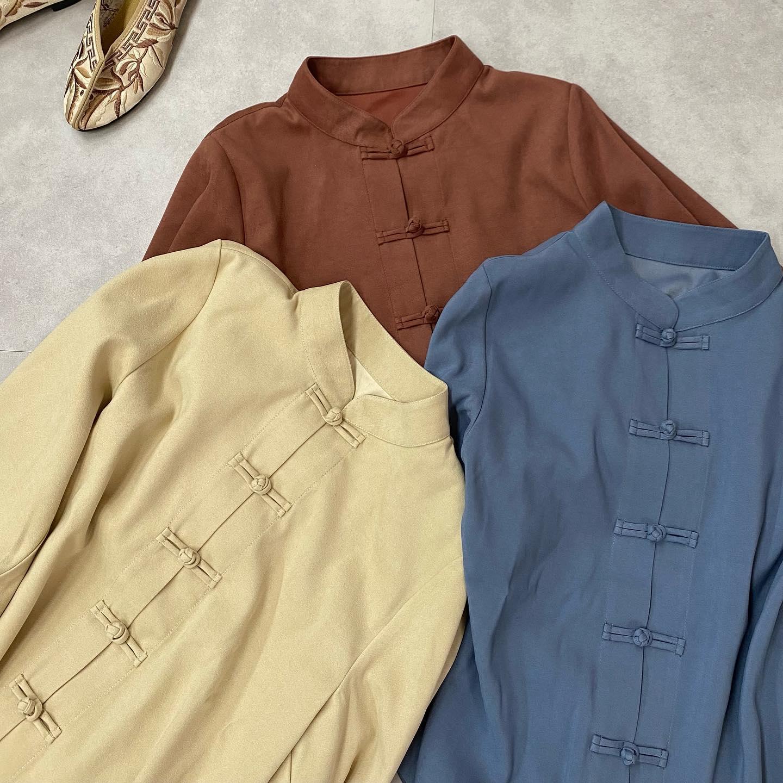 .【new arrival】🏷RU036623T002 袖ボリュームチャイナBL▷¥2,300+tax(店舗今週入荷.オンライン近日入荷予定)∥color∥ L beige / D brown / blue意外となんでも合うチャイナシャツマーメイドスカートやセミフレアパンツに#retrogirl_ootd#レトロガール#レトロガールコーデ#トレンドファッション#プチプラコーデ#チャイナ #チャイナシャツ #袖ボリュームシャツ#チャイナシューズ#秋コーデ #冬コーデ