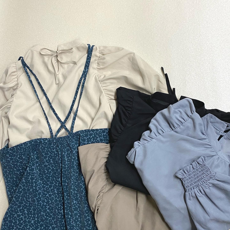 .【new arrival】🏷RU080023T001 肩タック袖ボリュームSH▷¥2,500+tax(店舗今週入荷.オンライン近日入荷予定)∥color∥ white / green / blue / brown シンプルに着合わせできるトレンドをおさえたブラウスパワショルデザインだけどすっきり着れてアウターもらくらく着れる#retrogirl_ootd#レトロガール#レトロガールコーデ#トレンドファッション#プチプラコーデ#パワショル #パワショルブラウス#キャミワンピ #ブルーカラー