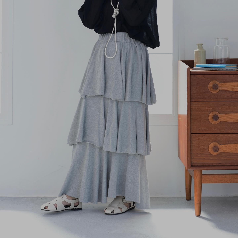.︎3 dan frill skirt ¥5,390今週に順次店舗入荷🧺詳しくはお近くの店舗まで。オンラインcoming soon♡︎sheer cropped blouse ¥3,850︎gladiator sandal ¥7,590#ur_melty #ユアメルティ#3段スカート #フリルスカート #スカートコーデ#ティアードスカート #デザインスカート#韓国ファッション #韓国風 #コリヨジャ#オトジョ #大人女子 #オトジョコーデ#오오티디 #데일리룩 #패션 #패션스타그램 #옷스타그램#일본패션 #유아멜티 #코디 #코디스타그램
