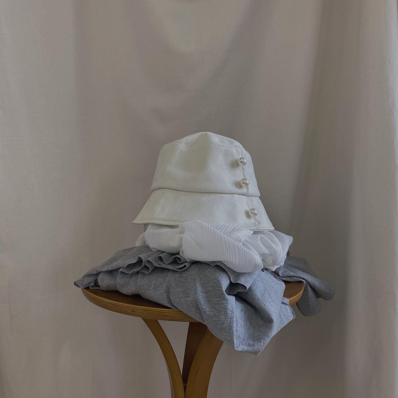 .︎shirring blouse ¥3,850︎3 dan frill skirt ¥5,390︎pearl hat ¥3,190︎gladiator sandal ¥7,590#ur_melty #urmelty #ユアメルティ#シャーリングブラウス #ブラウス#ブラウスコーデ #スカートコーデ#フリルスカート #3段スカート #ティアードスカート#パールバケハ #バケハ #バケハ女子#韓国ファッション #韓国風 #コリヨジャ#オトジョ #大人女子 #オトジョコーデ#오오티디 #데일리룩 #패션 #패션스타그램 #옷스타그램#일본패션 #유아멜티 #코디 #코디스타그램