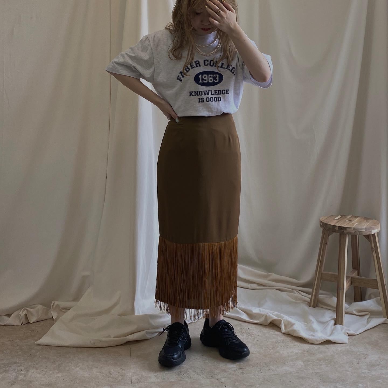 .︎casual print tee ¥3,190︎fringe skirt ¥5,390#ur_melty #urmelty #ユアメルティ#カジュアルt #プリントtシャツ #カジュアルコーデ #スカートコーデ#フリンジスカート #フリンジアイテム#スニーカーコーデ #スニーカー女子#韓国ファッション #韓国風 #コリヨジャ#オトジョ #大人女子 #オトジョコーデ#오오티디 #데일리룩 #패션 #패션스타그램 #옷스타그램#일본패션 #유아멜티 #코디 #코디스타그램