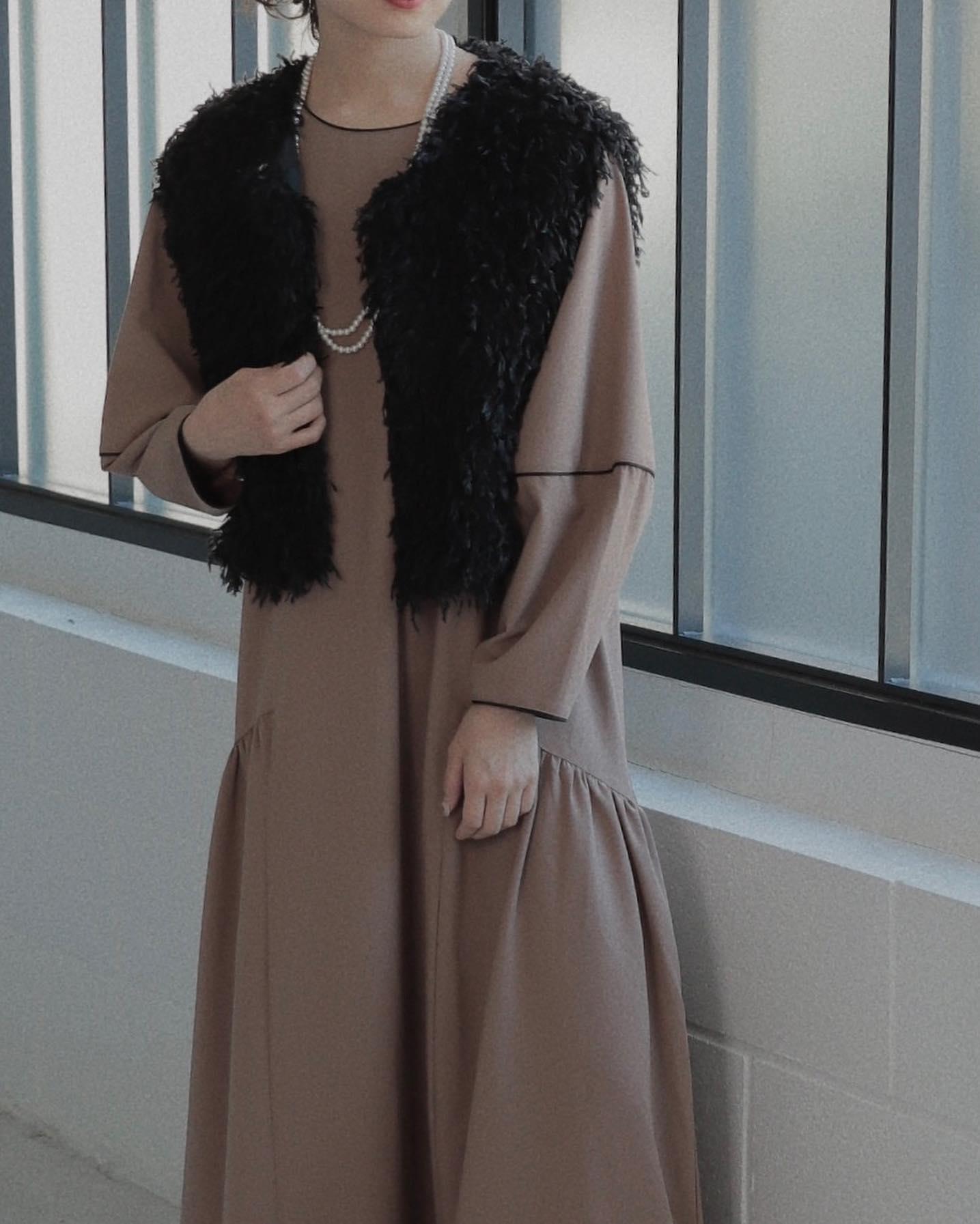 .︎フェザーライクショートベスト ¥5,390︎パイピングワンピース ¥6,490取り扱い店舗、オンラインにて現在販売中です。#ur_melty #urmelty #ユアメルティ #ベスト #カラーベスト #フェザーベスト #ベストコーデ #パイピングワンピース #ワンピースコーデ #韓国っぽ #韓国っぽコーデ #韓国ファッション #韓国風 #コリヨジャ #オトジョ #大人女子 #オトジョコーデ #오오티디 #데일리룩 #패션 #패션스타그램 #옷스타그램 #일본패션 #유아멜티 #코디 #코디스타그램